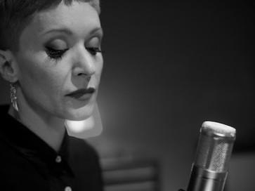 """Patricia Marx lança """"Once I Loved"""" em tributo a João Gilberto"""