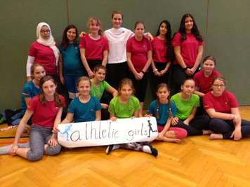 """Mädchen der WMMS werden """"athletic girls"""""""
