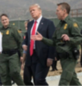 Donald_Trump_visits_San_Diego_border_wal