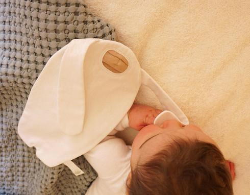 Doudou-yéti-main-bébé.jpg