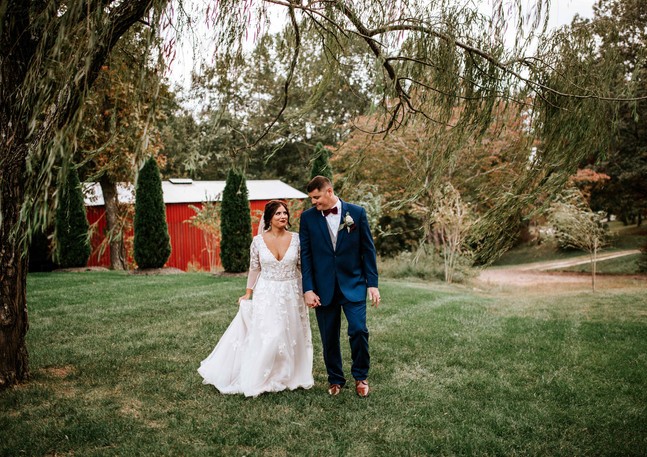 the barn at murphy farm, willow tree wedding, couples wedding photography