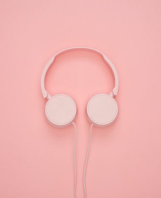 white-headphones-1037999.jpg