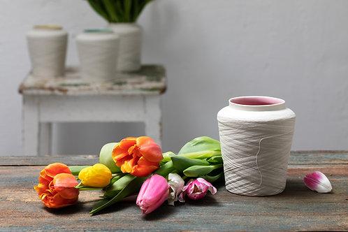 Vase rund mit herunterhängendem Faden