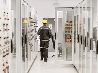 Améliorer le management des distributeurs dans la fabrication d'équipements électriques