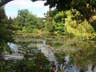 Leonardslee Lake