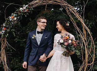 Brisbane wedding florist providing wedding ceremony flowers and styling.