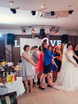 танцы на свадьбе.jpg