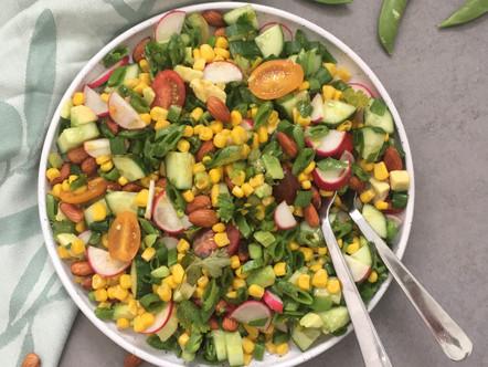 Zomerse salade met veel groente
