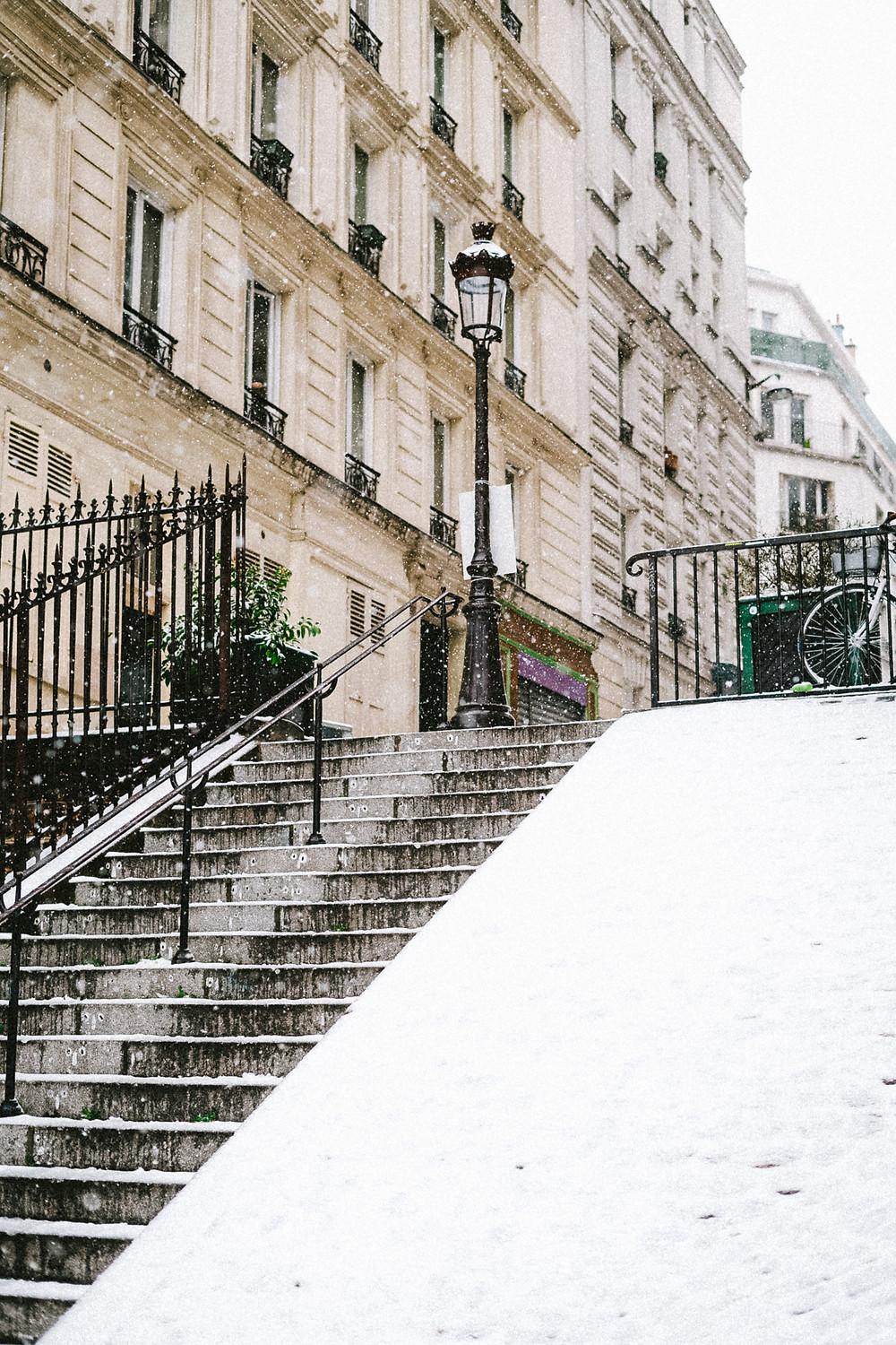 snow in paris montmartre