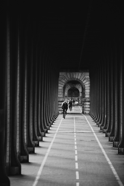 paris-photography-black-and-white-pont-de-bir-hakeim