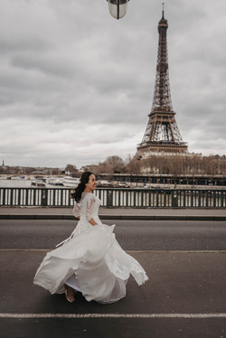 Bride photo with Eiffel Tower