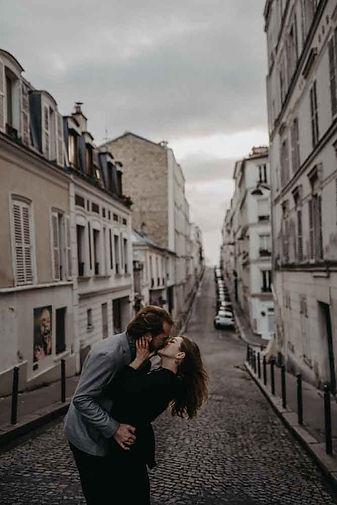 kiss poses