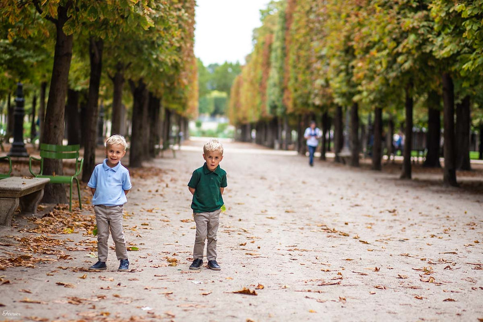 paris-family-photoshoot-brothers-at-tuileries-garden-in-autumn