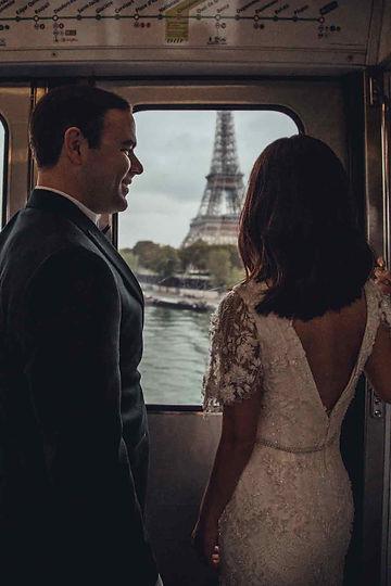 couple-photoshoot-ideas-eiffel-tower-from-metro-line-6-window