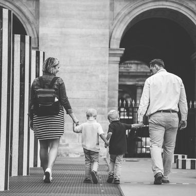 paris-family-photoshoot-family-walking