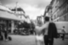 paris-photoshoot-cute-couple-walking-on-
