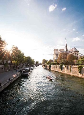 Nhà-thờ-đức-bà-Paris.jpg