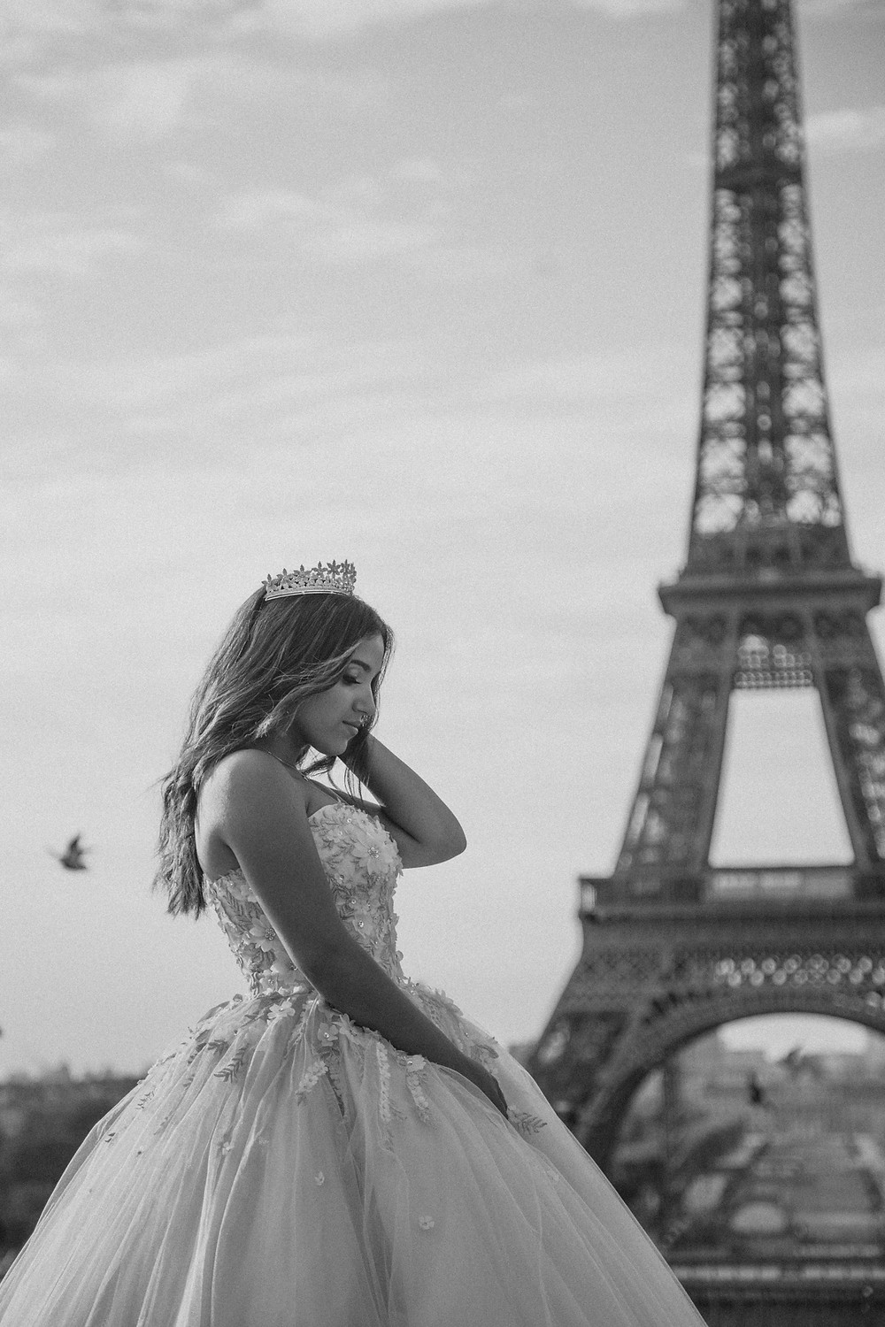 paris quinceanera black and white photo eiffel tower
