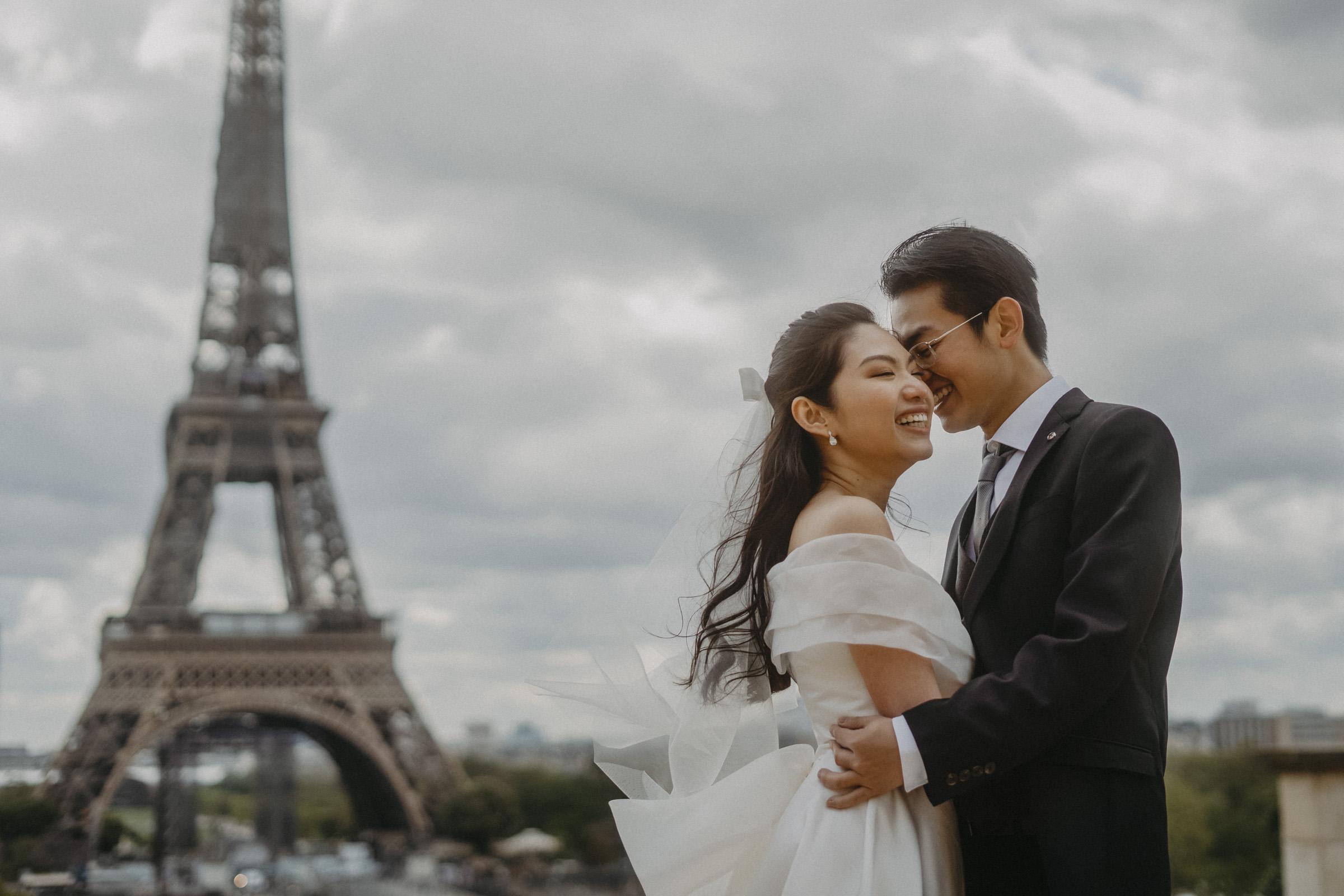 pre-wedding-photos-eiffel-tower-paris
