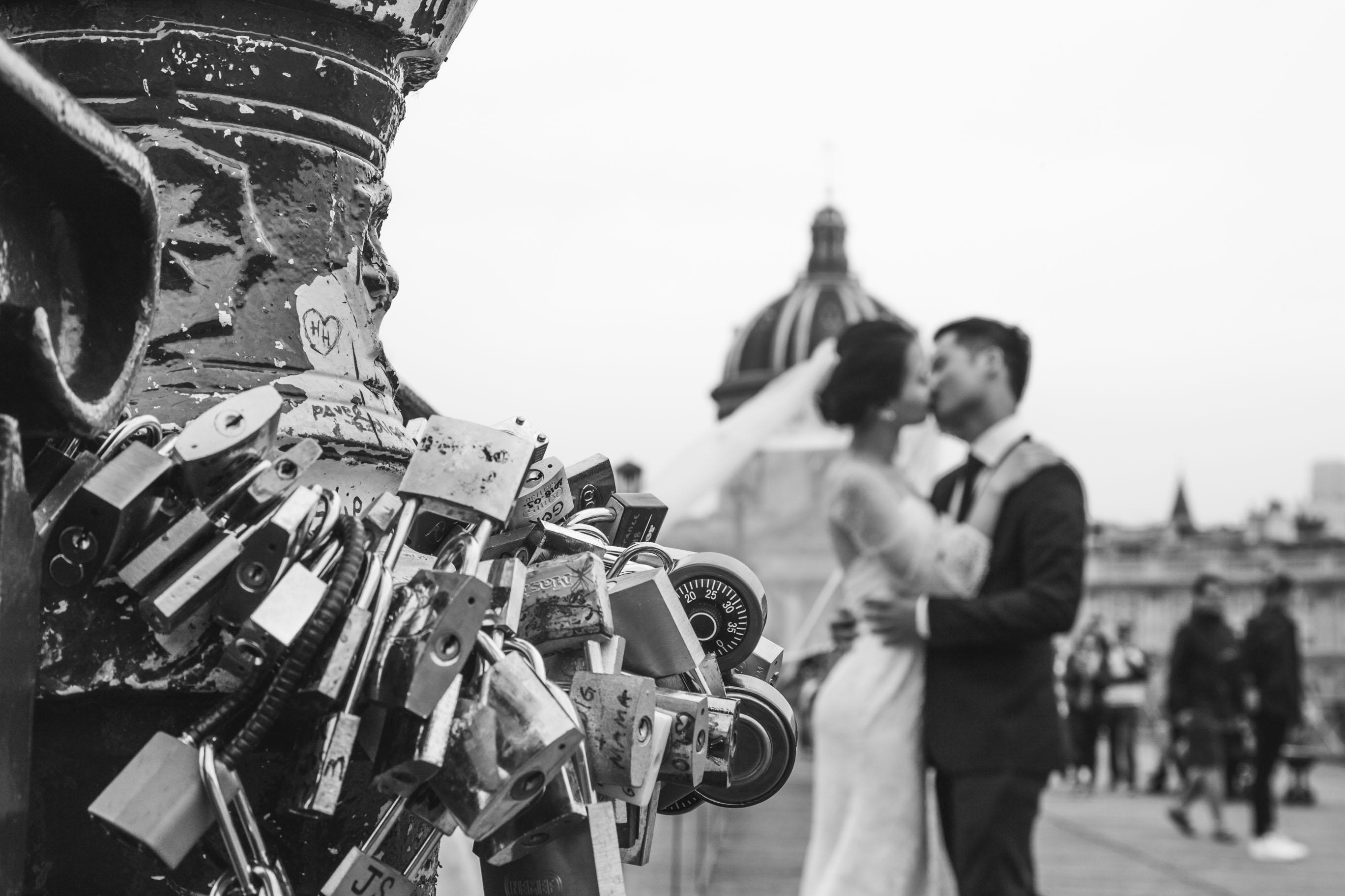 pre-wedding-shoot-couple-kissing-black-and-white