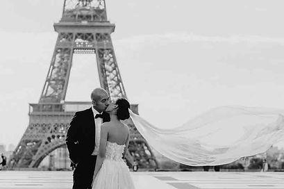 pre-wedding-photos-black-and-white-photo