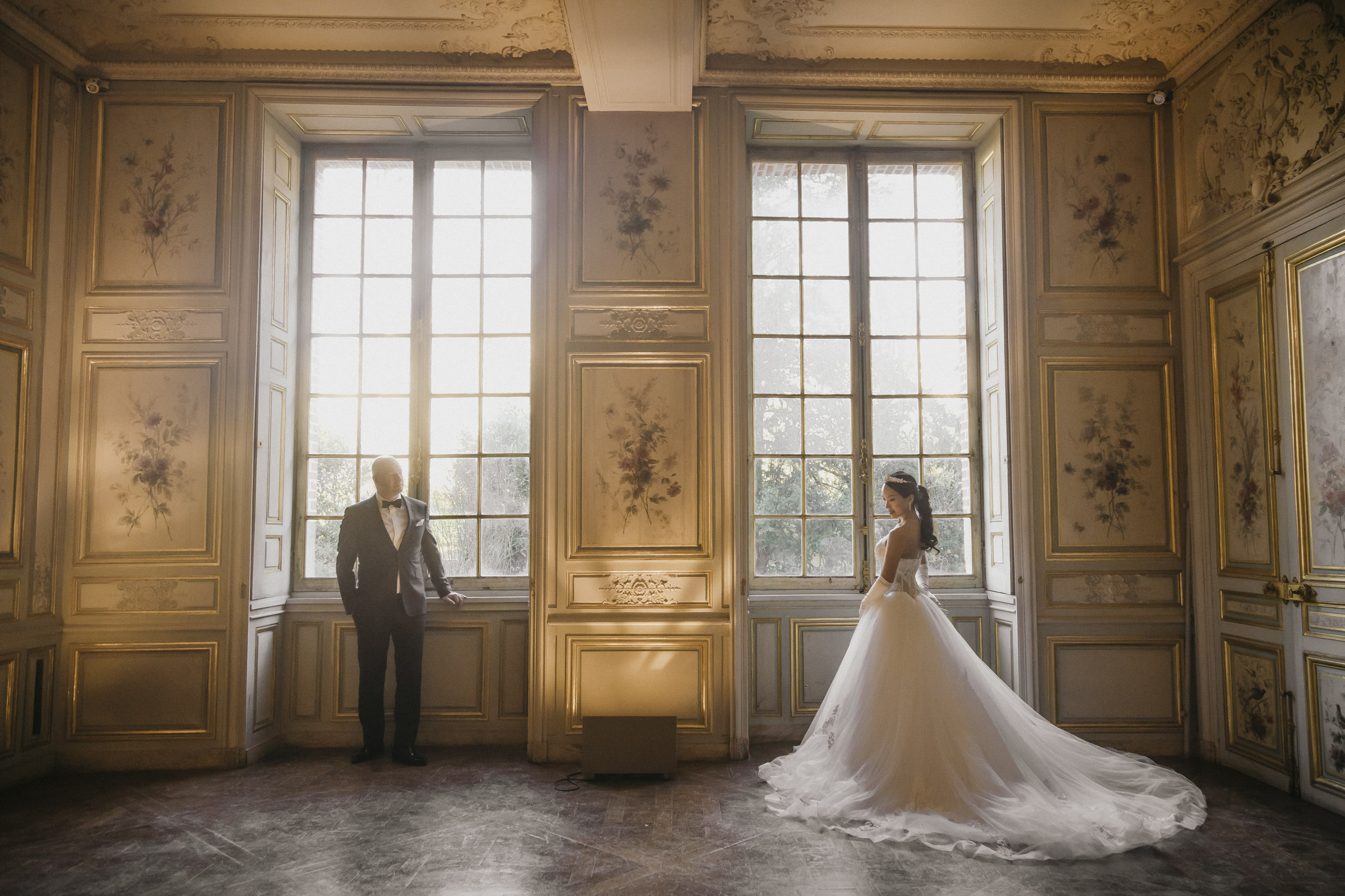 pre-wedding-photos-couple-stand-in-the-rose-room-of-chateau-fontainebleau