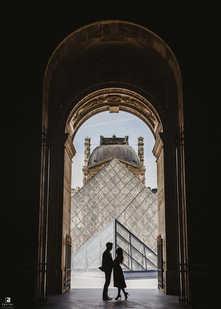 paris-photo-shoot-couple-at-louvre-museum