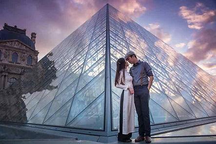 ảnh-cưới-đẹp-bảo-tàng-Louvre.jpg