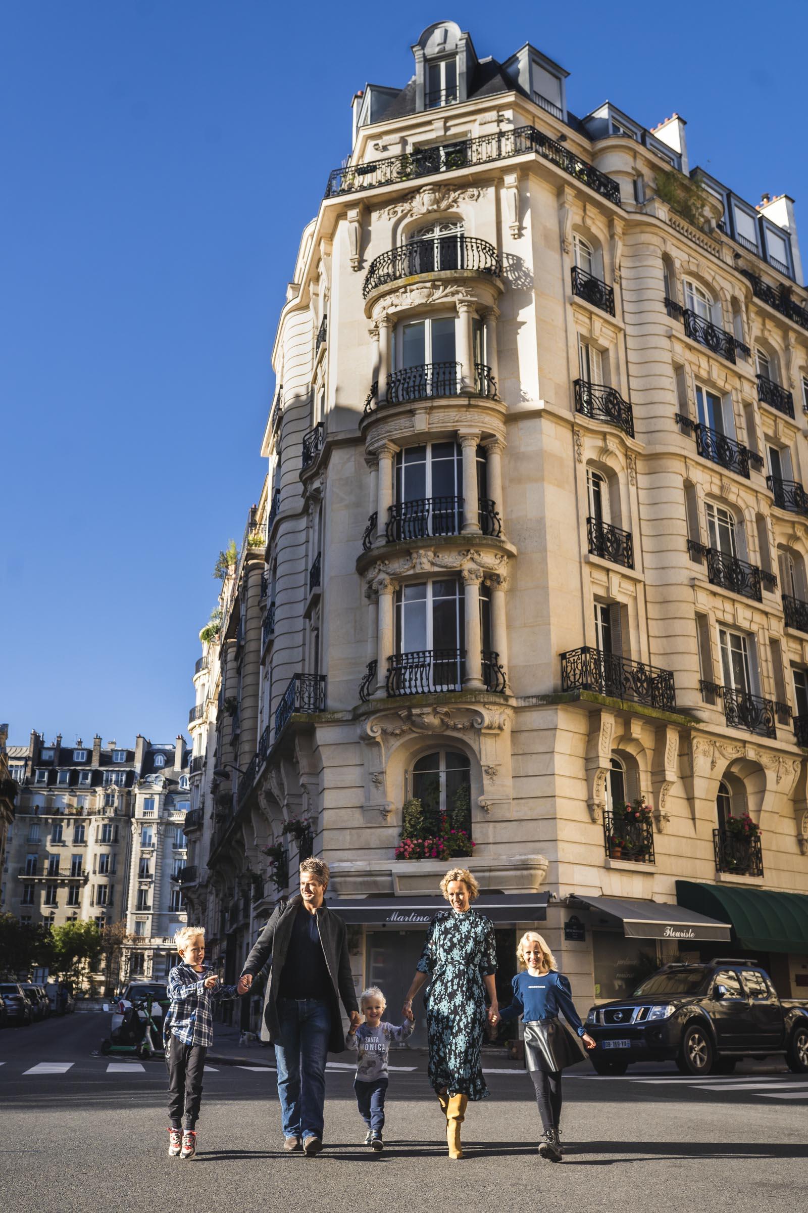 paris-family-photographer-street-photoshoot
