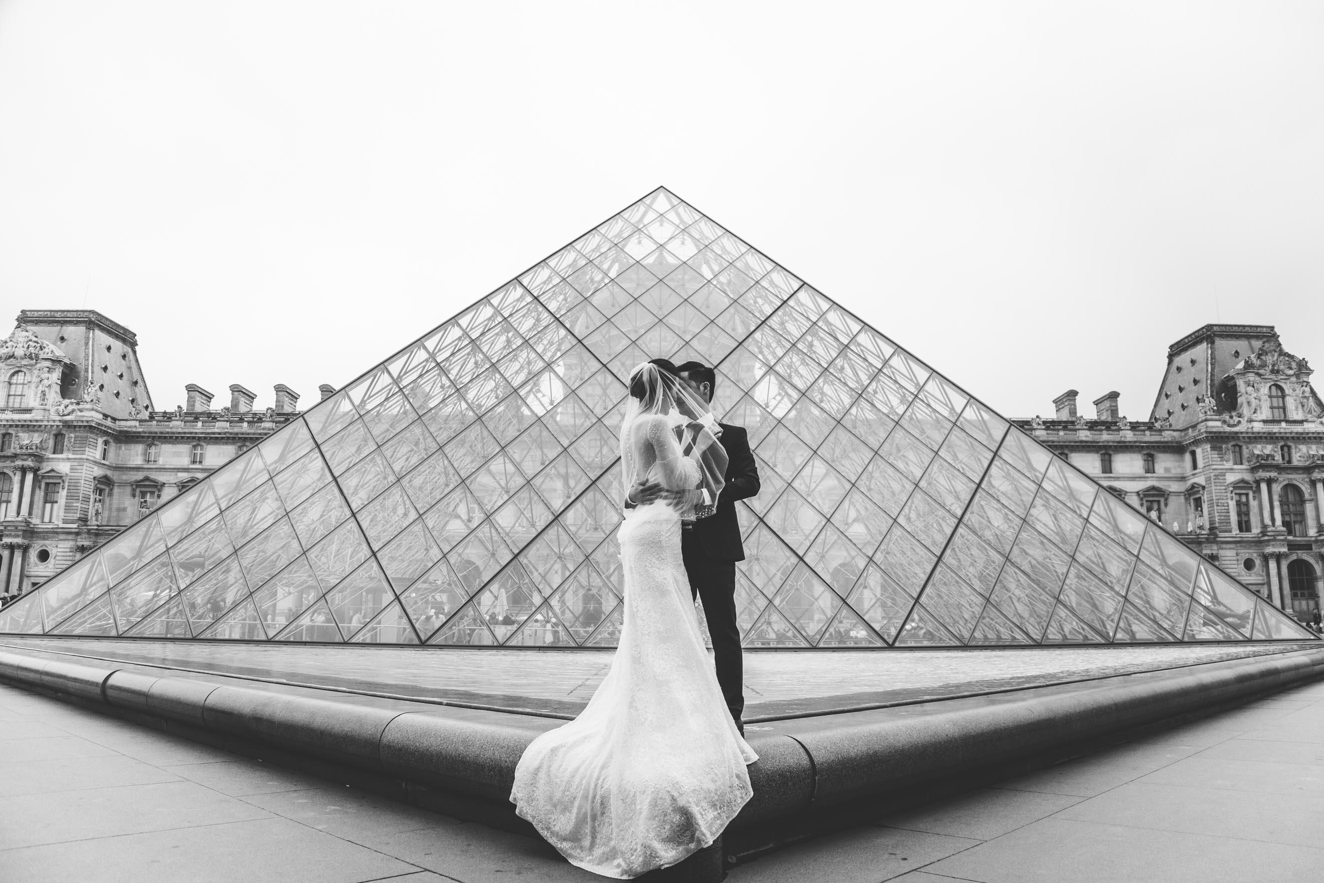 pre-wedding-shoot-louvre-museum