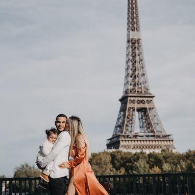 paris-family-photoshoot-family-photo-at-eiffel-tower