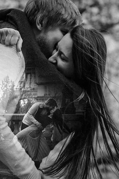 paris-engagement-couple-hug-and-kiss-dou