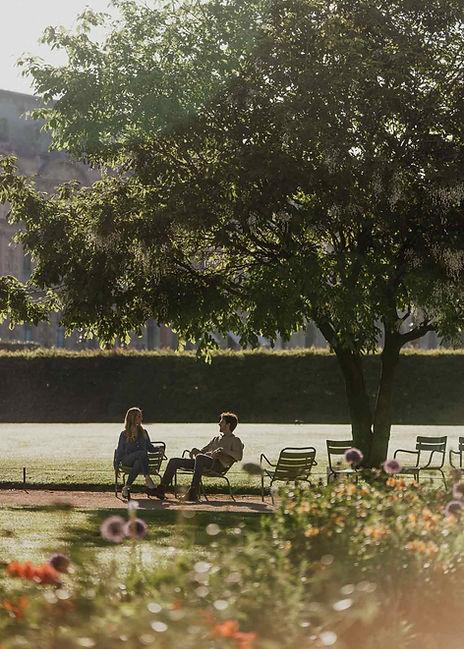 paris-photography-tuileries-garden-a-couple-si