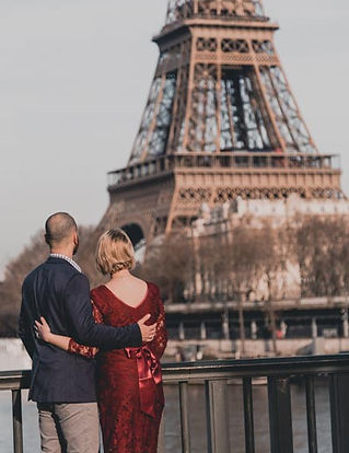 A-couple-at-Eiffel Tower