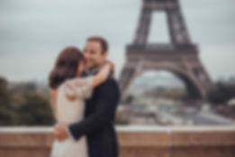 couple-photoshoot-ideas-paris-eiffel-tower.jpg