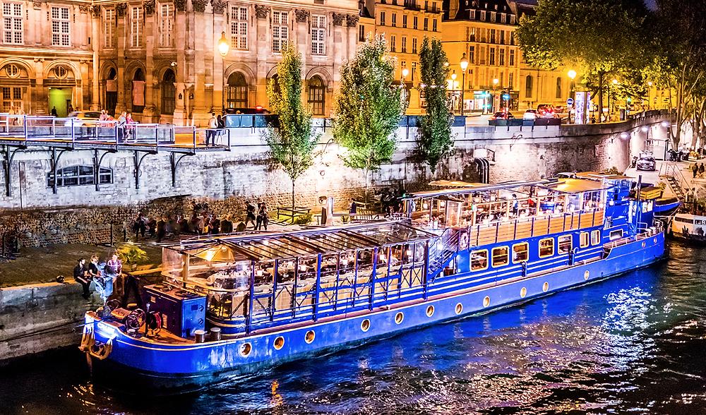 The-most-romantic-restaurants-in-Paris-bateau-le-calife
