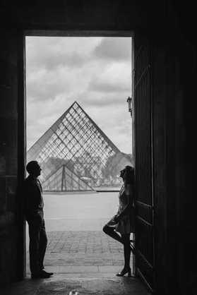 paris-photographer-engagement-photo-at-l