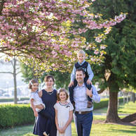 paris-family-photoshoot-cherry-blossom-eiffelt-tower