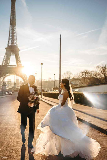 paris-pre-wedding-photoshoot-wedding-couple-at-eiffel-tower.jpg