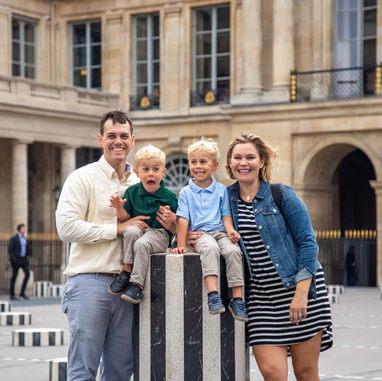 paris-family-photoshoot-cute-family-of-four-at-palais-royal