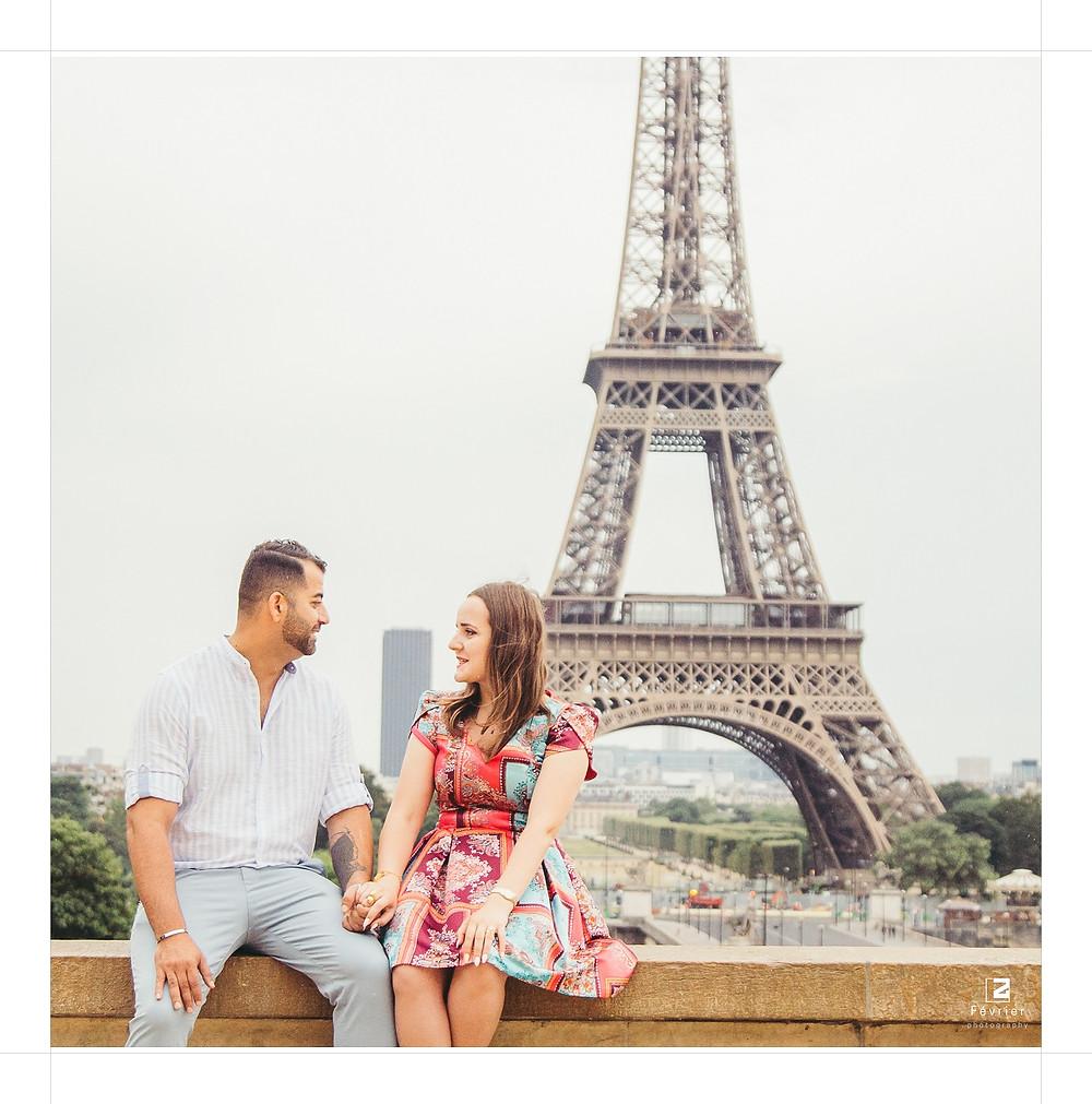paris-photographer-eiffel-tower-couple
