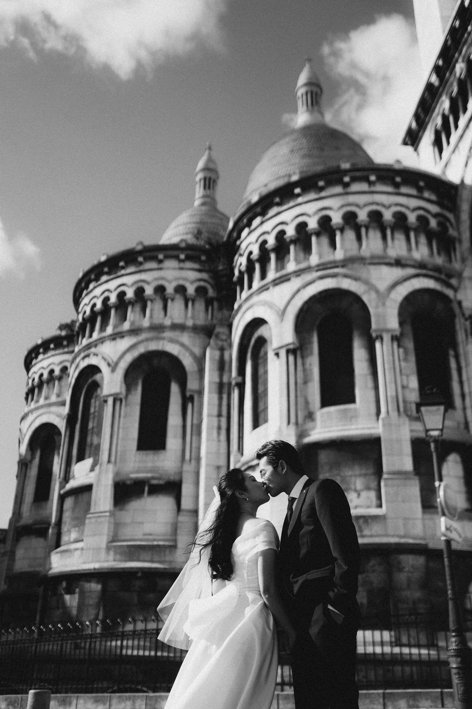 black-and-white-pre-wedding-photos