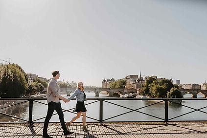paris-engagement-photo-coupel-holding-ha