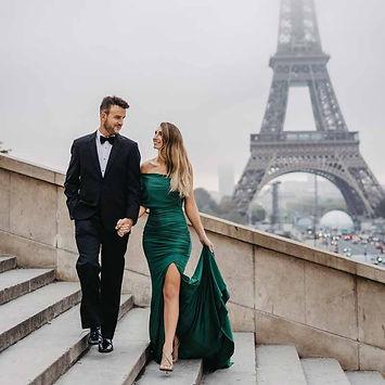 couple-poses-walking-pose