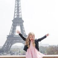 paris-family-photoshoot-cute-little-girl-at-eiffel-tower.jpg