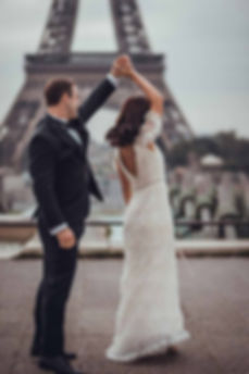 paris-photo-shoot-coulple-have-a-Wedding-Dance.jpg