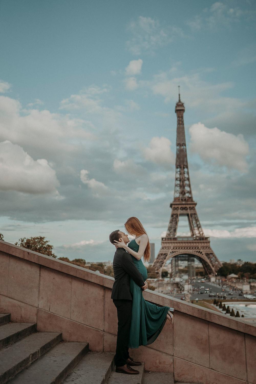 couple-photoshoot-paris-at-eiffel-tower