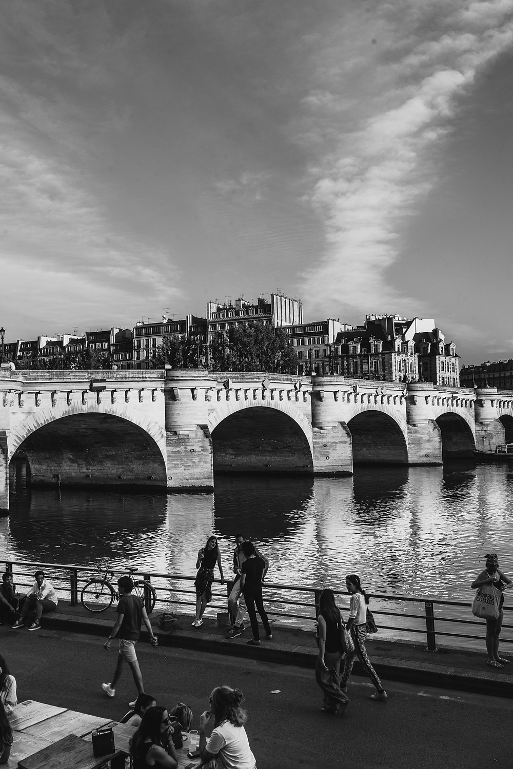 paris-photography-black-and-white-the-seine-river-pont-neuf