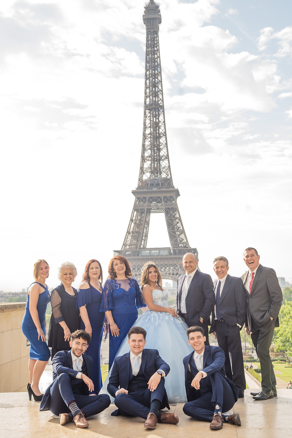 paris quinceanera themes group photos at eiffel tower