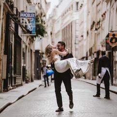 couple-photoshoot-elegant-couple-he-carring-her